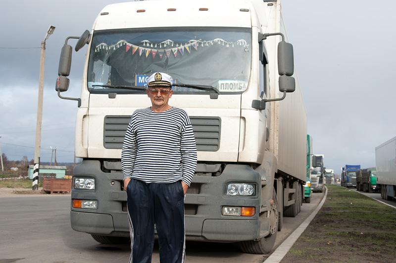 driver_near_his_truck