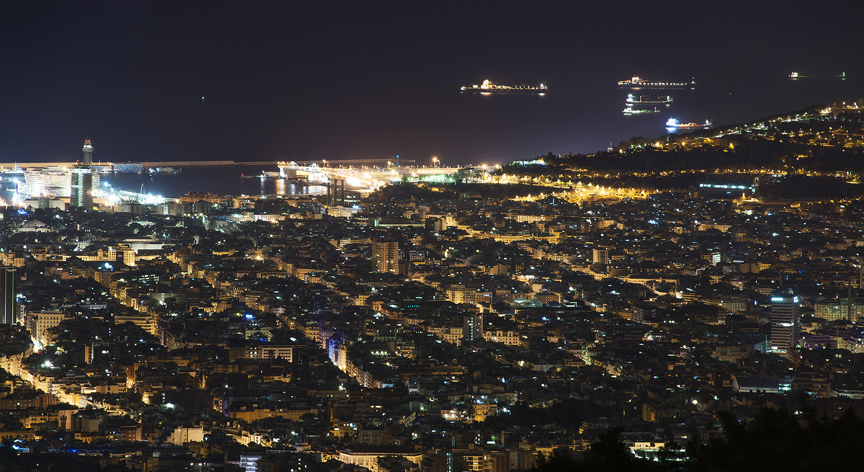 barcelona night panorama