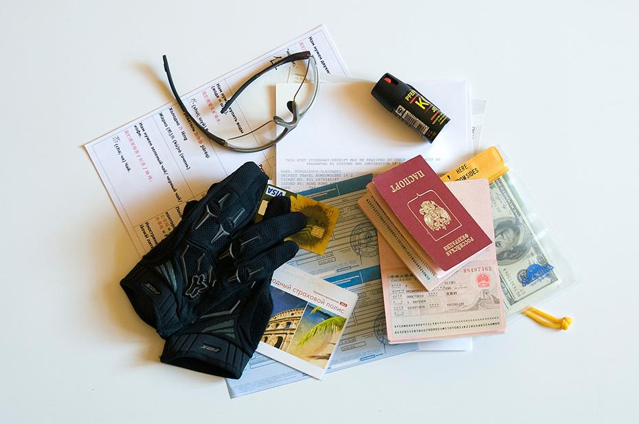 Надо что-то ещё взять кроме денег и паспорта?